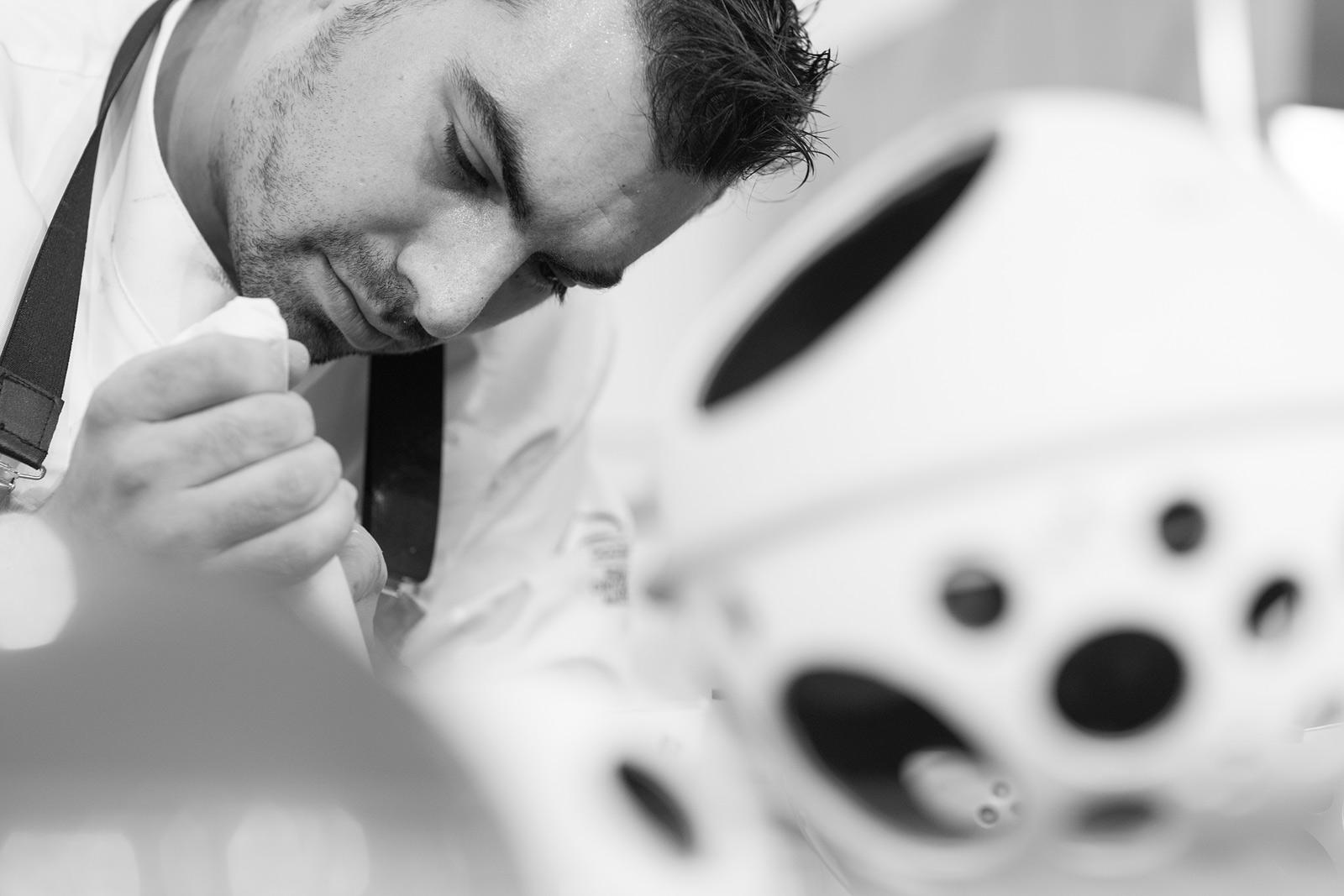 Iván Pascual ganador del WCM Spain 2017 trabajando en su pieza